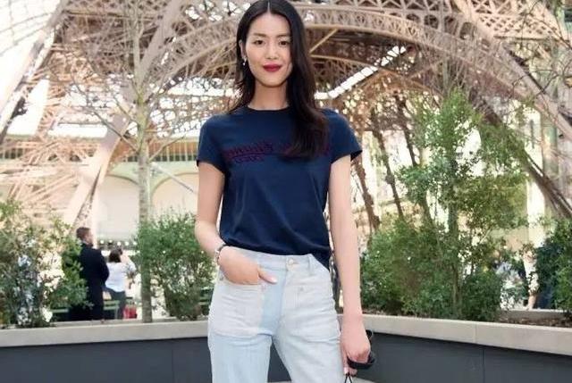 """2019时髦女孩都在穿""""T恤+牛仔裤"""",显高又显气质!"""