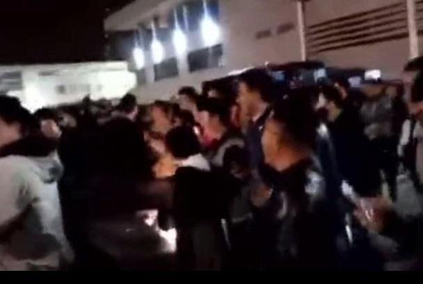江苏被广东横扫后,总经理遭逼宫,数百球迷聚集高喊史琳杰下课