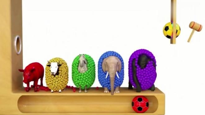 少儿动画:小动物们被彩色的足球包裹身体,遇见大号的彩色足球!