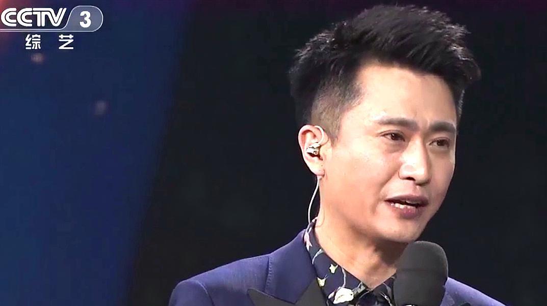 奥运冠军邓亚萍上央视,演唱《真心英雄》,杨帆:中国的骄傲