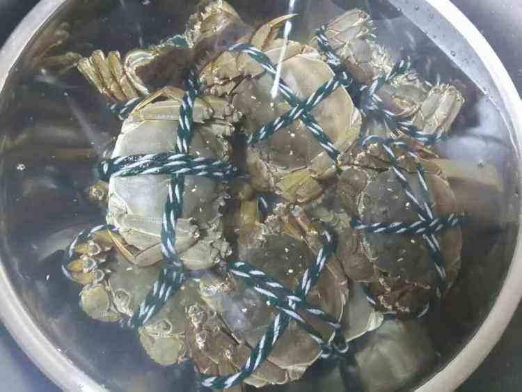 蒸螃蟹应该蒸多久?渔民透露说:这样蒸螃蟹,螃蟹才会更鲜美可口