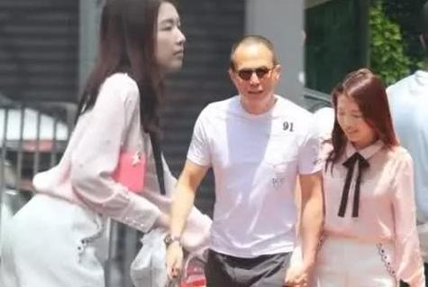 52岁的李泽楷和郭嘉文同游8国,女友隐藏行踪但感情稳定