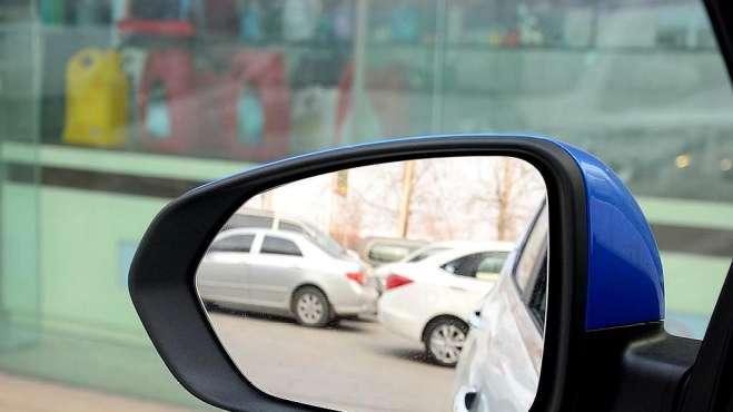 后视镜的角度你真的会调整吗,用这个方法,让你的视野扩大一倍