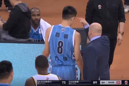 北京首钢爆冷输球!赛后采访雅尼斯霸气回应为何没给国手更多时间