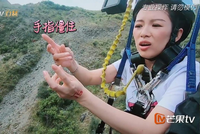 章子怡挑战时抽筋情绪崩溃,袁咏仪举动太暖,谢娜自责偷偷抹眼泪