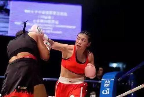 中国第一代女拳手的群体宿命:举起金腰带,没有追光灯