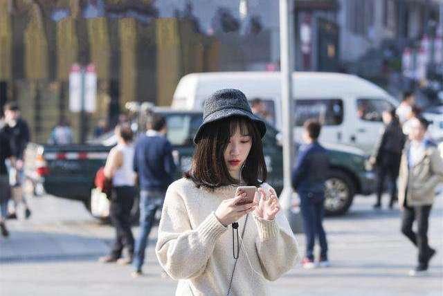 """到了上海才发现,街上的女人很多穿""""薄纱裙"""",甜美又显身材!"""