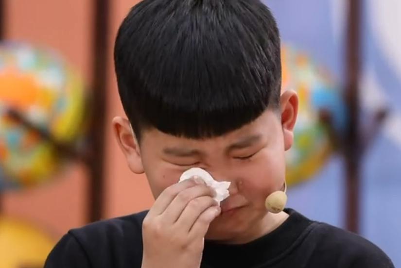 弟弟一碗酸菜鱼,姐姐等了26年,二胎妈妈看哭了