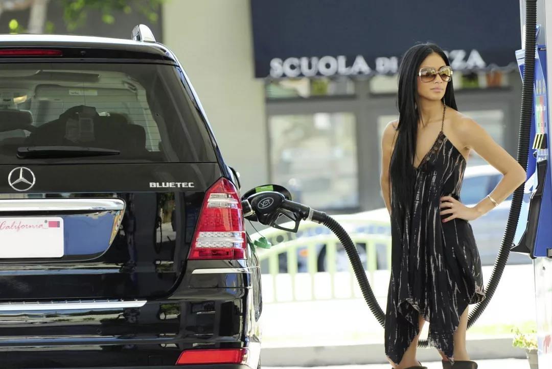 你家车的加油口在哪一边?为啥有左右分别,大众给出了官方解释!