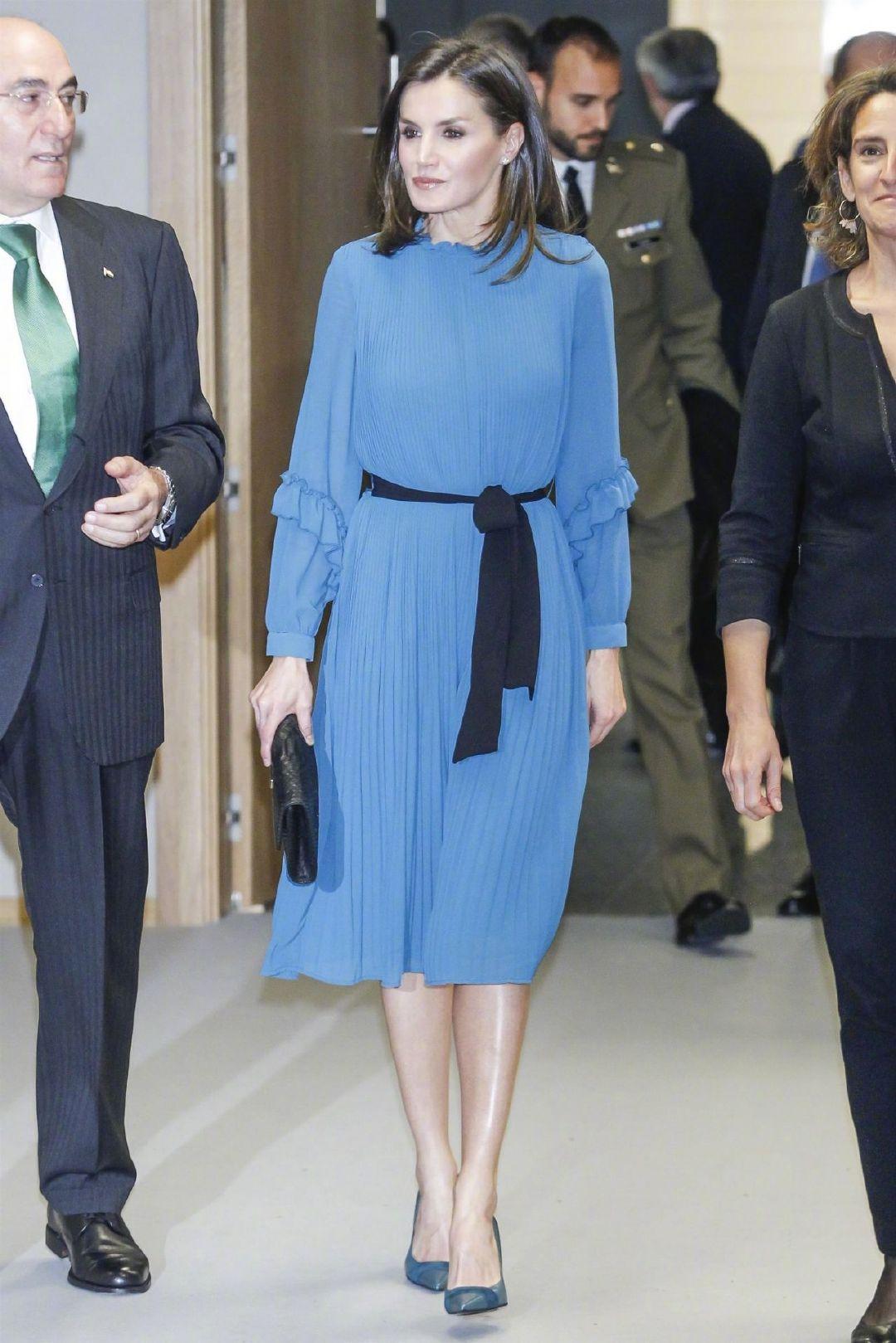 王室时髦精西班牙王后,竟能把88块钱的ZARA,穿出80万的奢侈感?