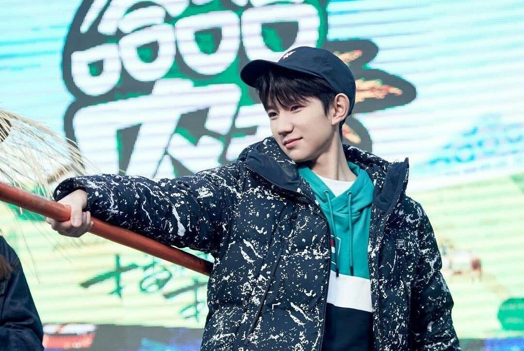 王源节目中被记者问及到队友王俊凯和易烊千玺,粉丝们很不开心