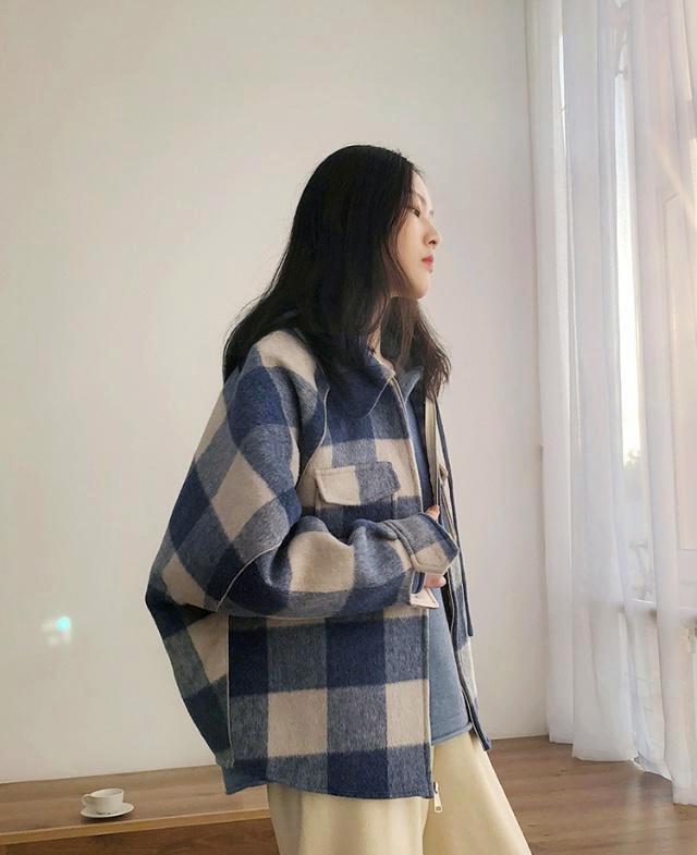第一超模周几更新_告别臃肿棉服,格纹外套时尚感十足,变身超模气质