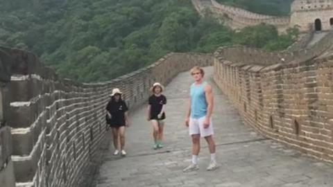 美国小哥一言不合就劈叉 中国女孩是亮点