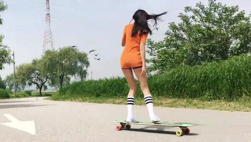 气质美女玩滑板 好养眼!