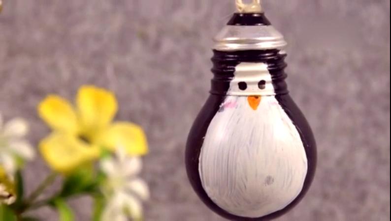 废物利用手工制作 如何做企鹅灯泡挂饰 废物利用手工