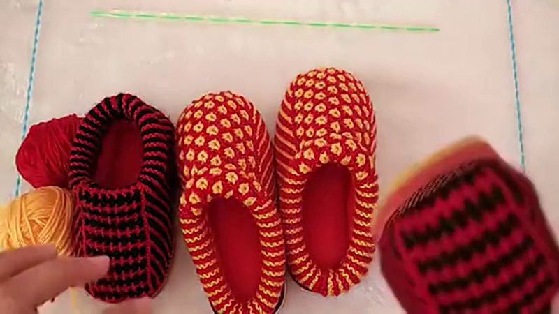 毛线棉鞋的最新织法 圈织高帮毛线棉鞋