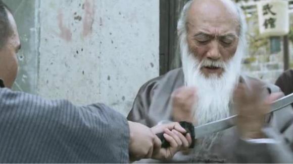 日本武士前来踢馆,一代宗师空手入白刃一招打飞鬼子图片