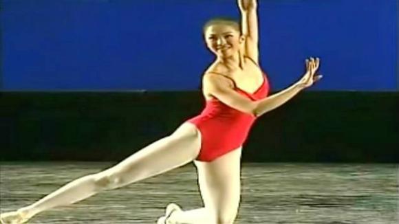 打开好看视频,无广告省流量 05:24 舞蹈《青蛇》这么美的青蛇白蛇你