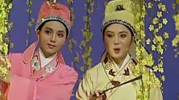 89春晚何英 吴琼越剧 黄梅戏对唱《十八相送》,让人回味无穷