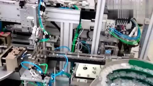 科技奇趣- u盘自动组装生产线