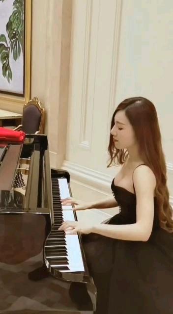 这钢琴真好看!