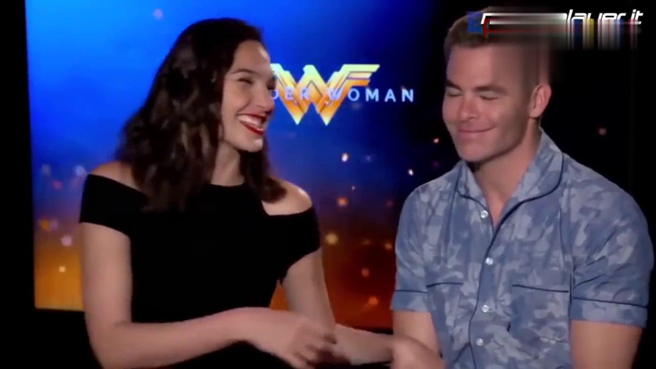 《神奇女侠》盖尔加朵长达5分钟的笑容,简直太美了,超级迷人