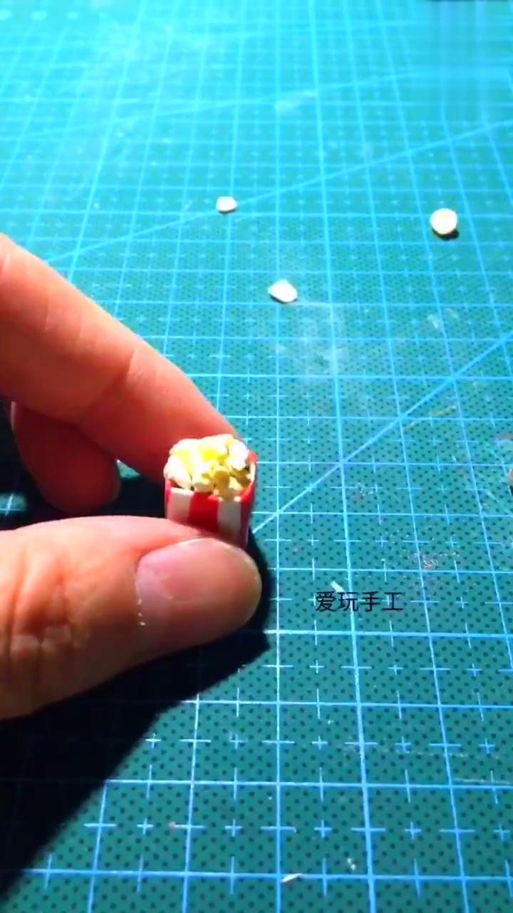 diy创意手工粘土软陶制作可爱的小蜜蜂小饰品