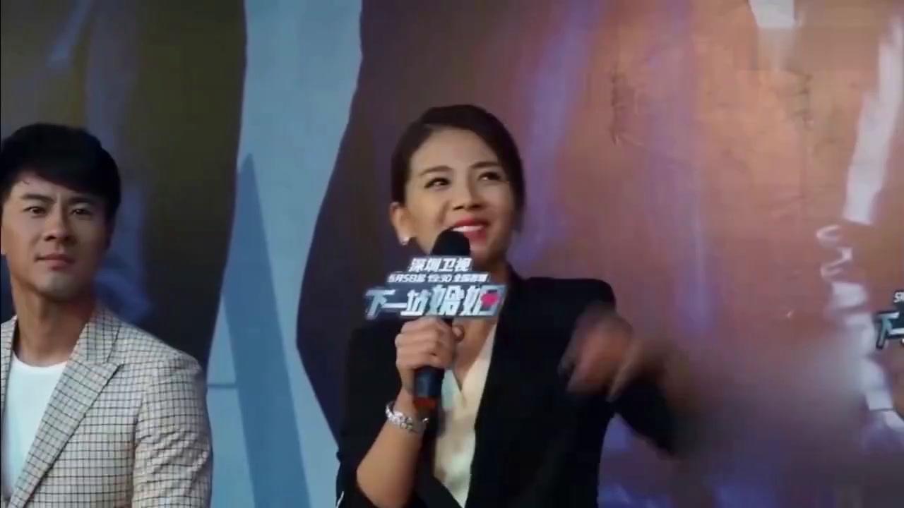 刘涛一席白裙气质非凡 笑起来却看着有点怪