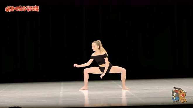 这才是大神!女孩表演完舞蹈,观众看得太投入都忘了鼓掌