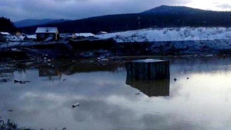 俄罗斯一水坝决堤 掀4米高水浪已致13死19伤