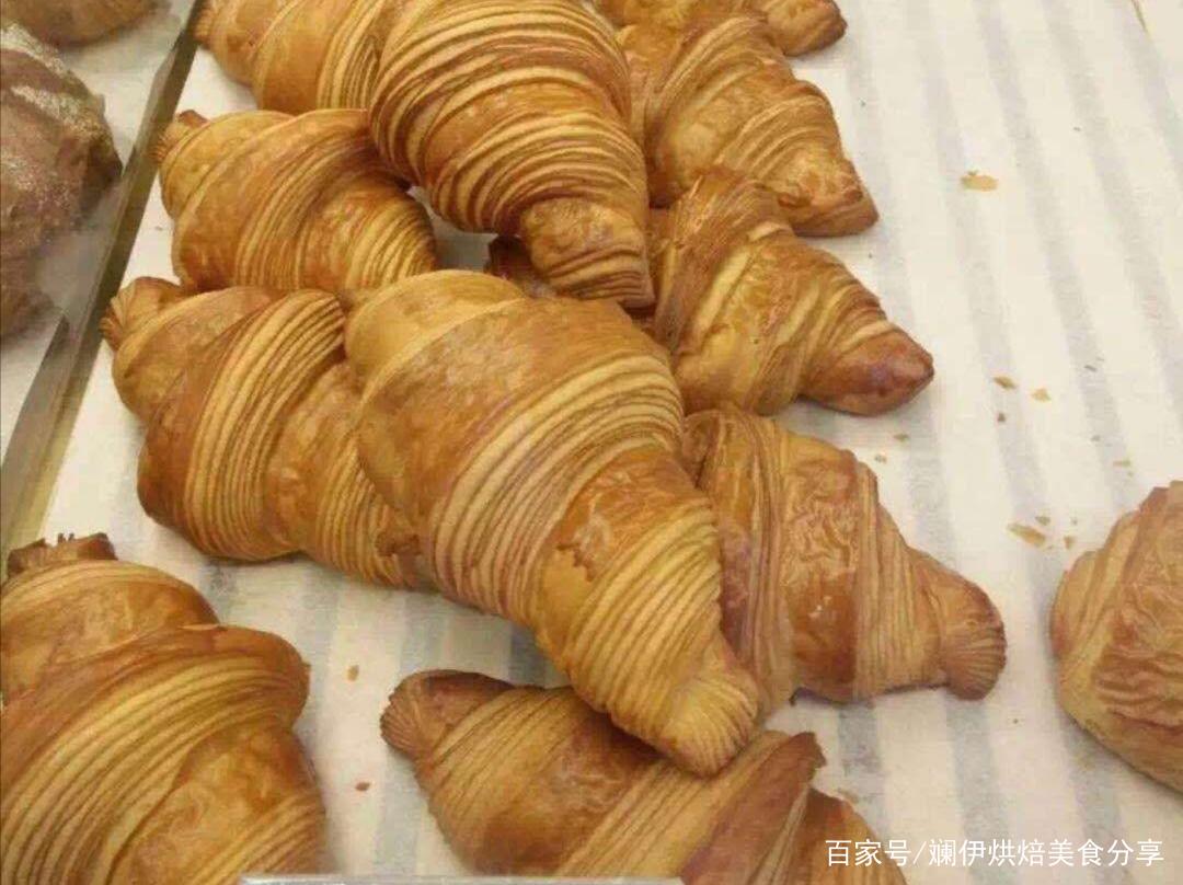 超人气法式羊角面包,这样做层次分明,奶香浓郁,一咬满口酥