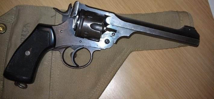 一战时的战场上以结实耐用闻名于世的名枪韦伯利转轮手枪