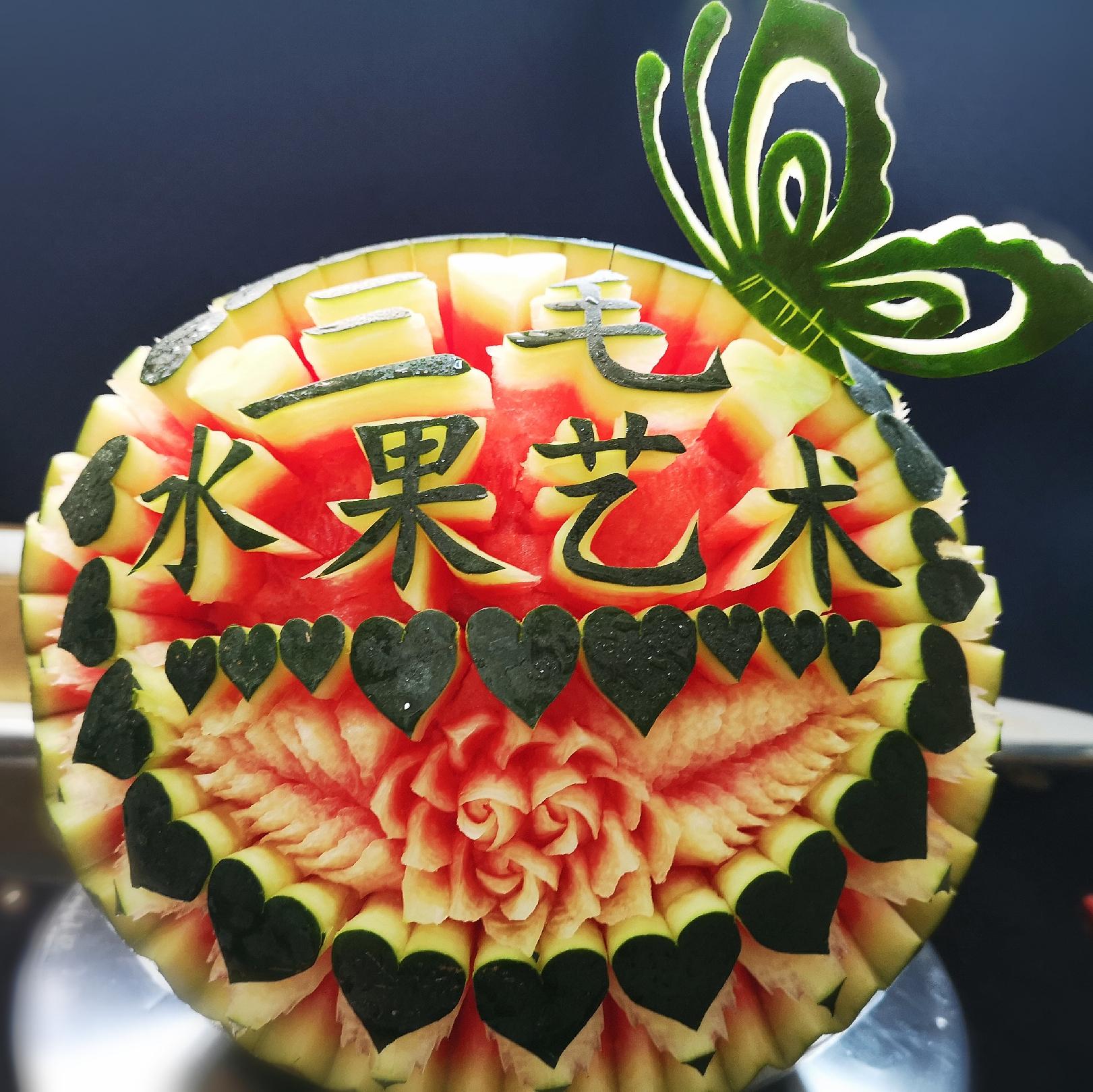 三毛水果雕刻