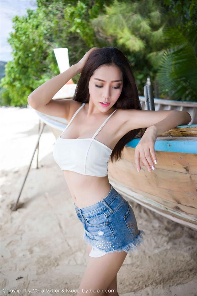 [魅妍社]巨乳美女陈欣海边魅惑外拍写真VOL.047