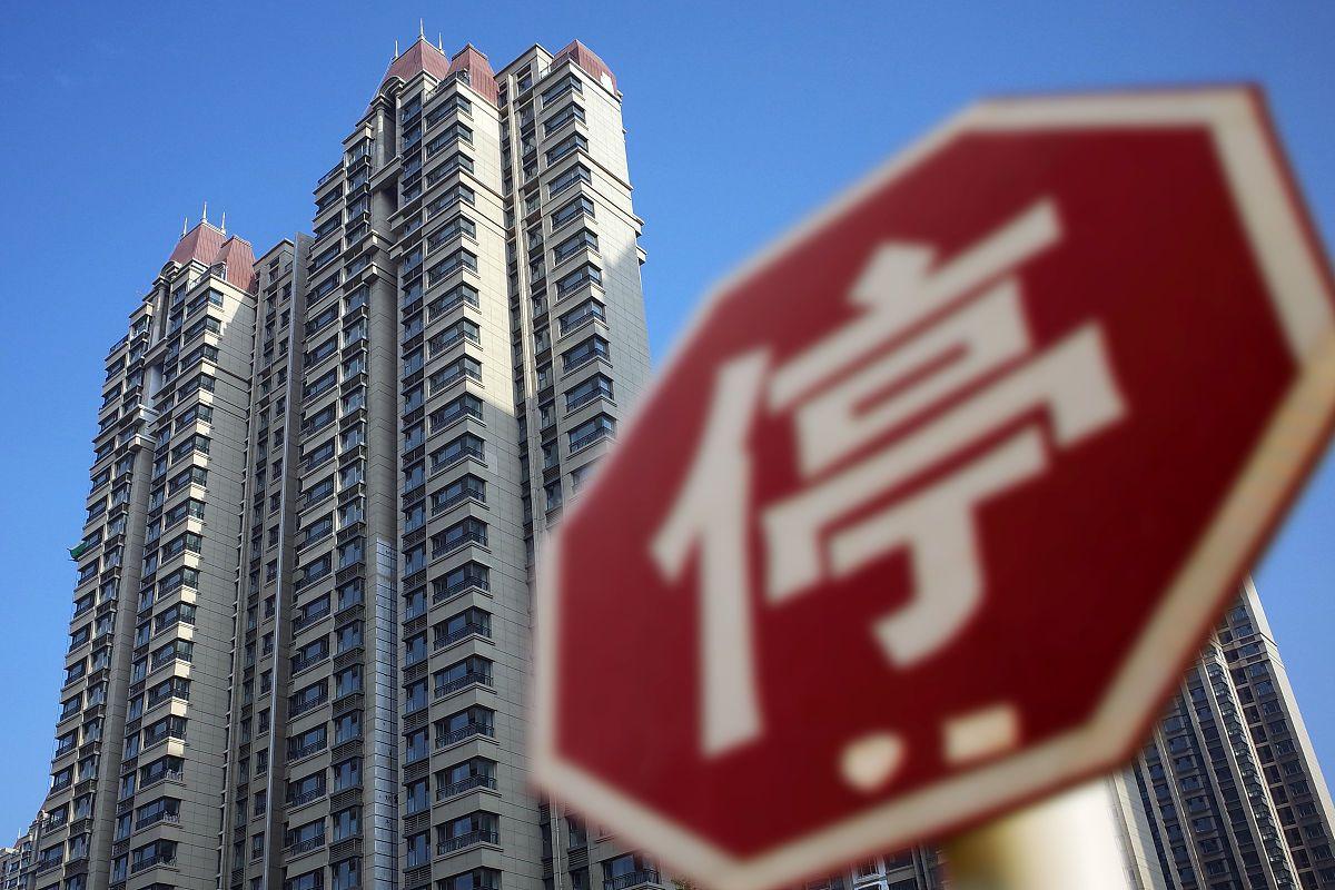 """2021年,是该""""贪婪""""买房,还是""""恐惧""""卖房?经济学家一语道破"""