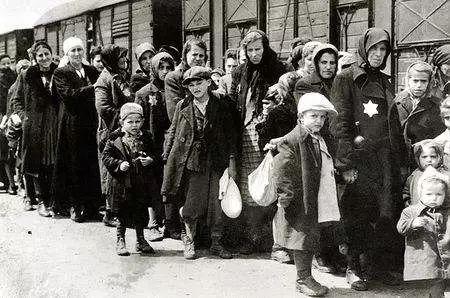 """犹太人""""保卫""""波兰,引发德国""""报复"""",4个月中25万人牺牲-"""