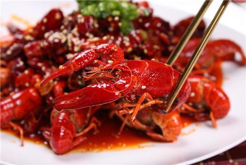 麻辣小龙虾怎样做才好吃?大厨教你饭店不外传的做法,看着流口水