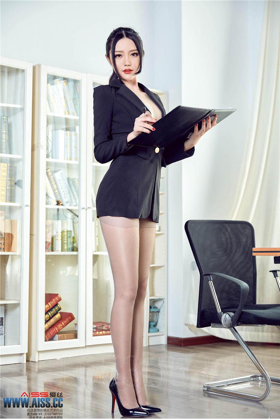 [爱丝] 性感长腿丝袜女秘书办公室无内诱惑 第143期