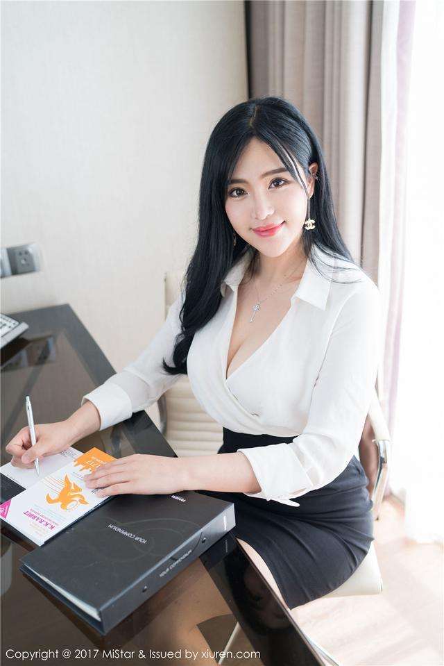 [魅妍社] 大胸女秘书刘钰儿OL制服绝色写真 VOL.172