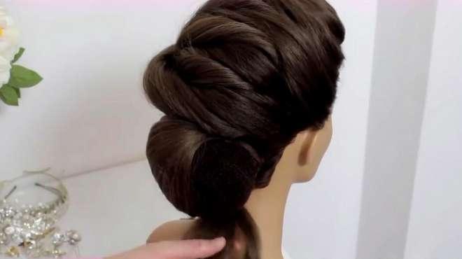 新娘子可以扎的一款发型,看着真漂亮