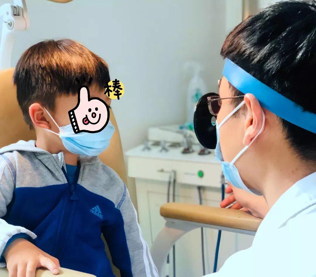 北京爱育华妇儿医院宝藏医生丨戴额镜的耳鼻喉暖男