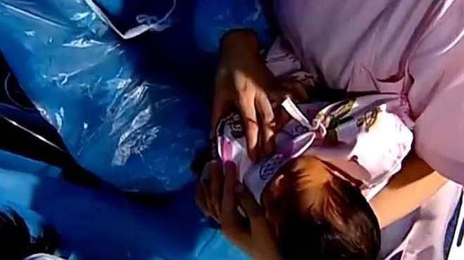 产妇生了个漂亮女儿,医生道喜,产妇急了
