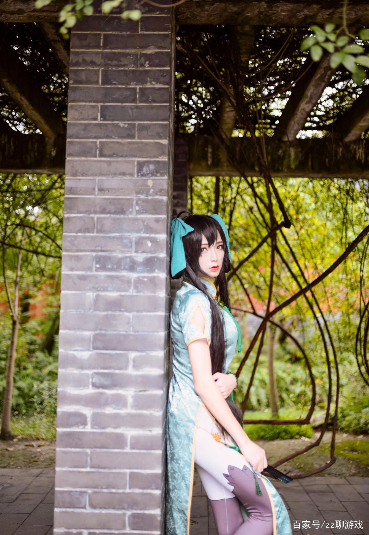 小姐姐cos《王者荣耀》孙尚香,身穿绿色旗袍比原版角色更有气质