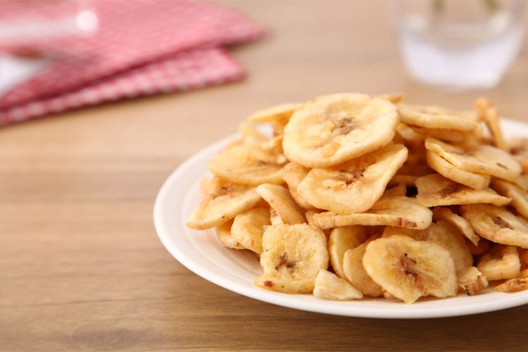 只需一口平底锅,自己在家就能做香酥的香蕉片,做法简单,超好吃