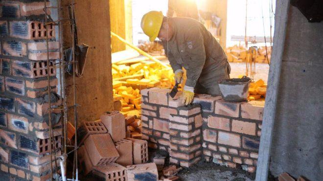 德国建筑工人砌墙过程实拍,技术独特,人工昂贵是有原因的!