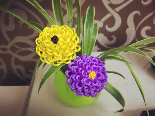 秀丽淡雅的菊花,用2根线就可以编织一朵,做法很简单