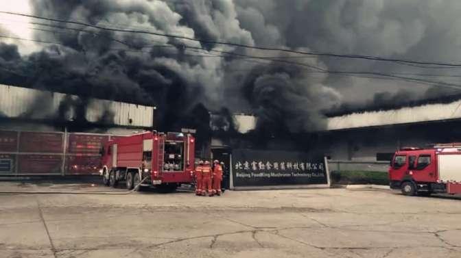 北京:通州区一厂房发生火灾 一消防官兵为救火不幸牺牲