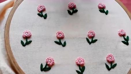 这种针法绣的花朵好看吧,很简单也很实用
