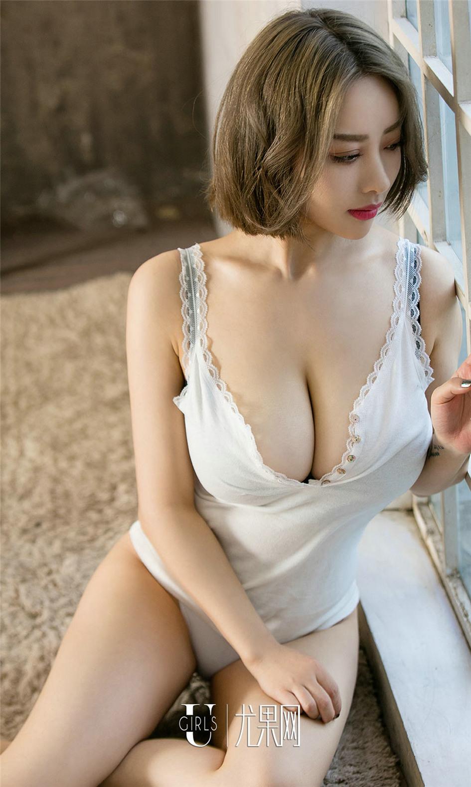 [尤果网] 巨乳尤物爱菲蜜桃美胸诱人私房照 第652期