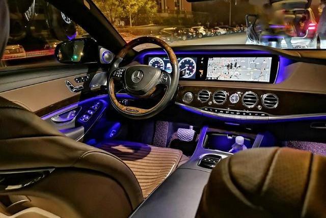 百万级的奔驰迈巴赫,只因车内多了这件物品,顿时让人倍感亲切!